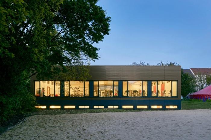Turnklubb Hannover Garten frontal nachts